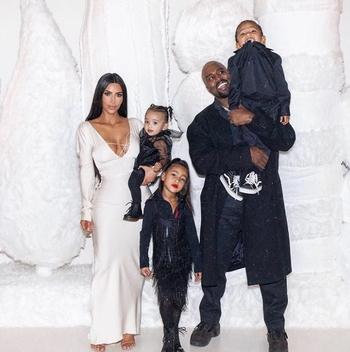 Kim Kardashian y Kanye West junto a sus tres hijos