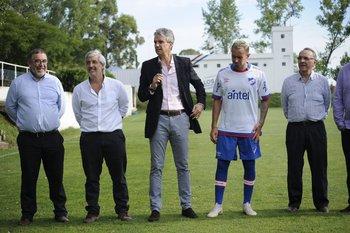 Gonzalo Lucas, primero desde la izquierda, en la presentación de Amaral