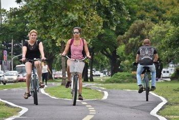 El riesgo de morir por cualquier causa de quienes se desplazaban a su trabajo en bicicleta era un 59% del de quienes lo hacían en algún vehículo, según el estudio