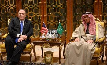Mike Pompeo con su par Adel al-Jubeir en Riad el domingo