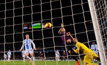 El momento en el que Suárez va por la pelota para el 2-1 de Barcelona