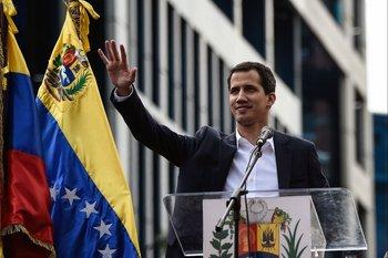 El jefe de la Asamblea Nacional, Juan Guaidó, se autoproclamó presidente encargado