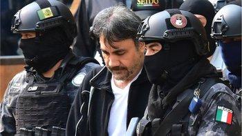 """Arrestado en México en 2017 y extraditado a EE.UU., Dámaso López enfrenta cadena perpetua y coopera con el gobierno en el juicio a """"El Chapo""""."""