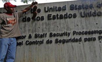 El secretario de Estado de EE.UU., Mike Pompeo, dijo que el personal diplomático permanecerá en Venezuela.