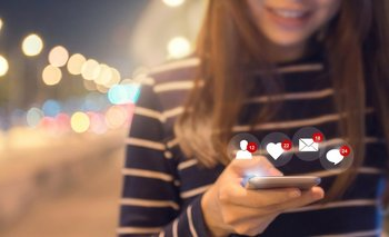 Facebook quiere seducir al público joven con memes y GIFs.