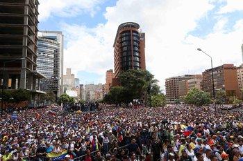 La foto, tomada el 23 de enero en el acto de Juan Guaidó en Caracas, muestra la multitud que lo acompañó en su acto de autoproclamación
