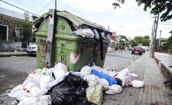 Promueven solución de inteligencia artificial para evitar basura alrededor de contenedores