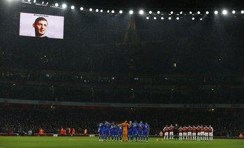 La imagen de Emiliano Sala en el partido entre Arsenal y Cardiff este martes