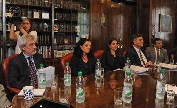 Marcela Bensión a la derecha de la futura ministra de Economía, Azucena Arbeleche.