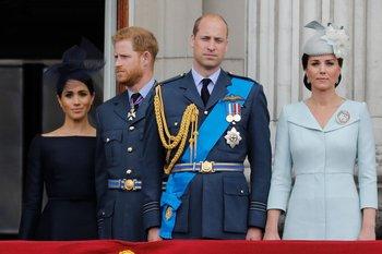 El príncipe Harry comentó en la entrevista que está distanciado de su hermano