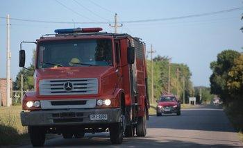 Policías y bomberos llegaron al lugar y rescataron el cuerpo del menor