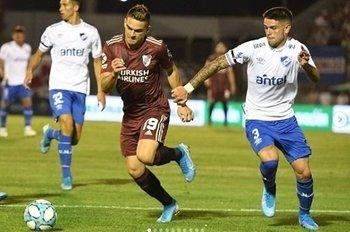 Orihuela en su debut ante River argentino
