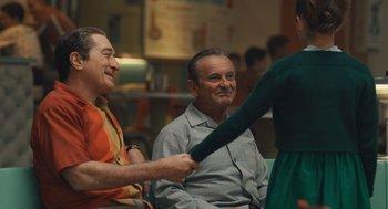 El irlandés: Sandy Powell, en su séptimo trabajo con Martin Scorsese, y Christopher Peterson son los candidatos por esta historia que abarca vestuarios de las décadas de 1950 a 1980.