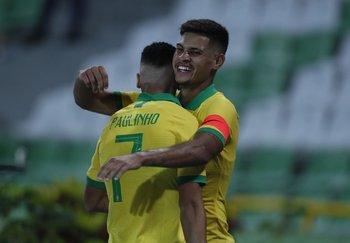 Paulinho y Bruno Guimaraes