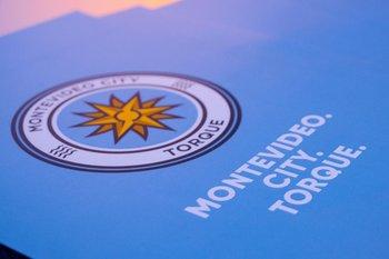El escudo de Montevideo City Torque