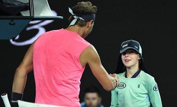 Rafael Nadal y la niña alcanzapelotas