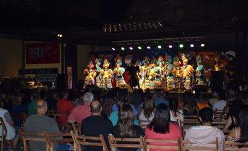 La murga Araca la Cana en el tablado del Museo del Carnaval.