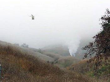 Un helicóptero sobrevuela la zona del accidente