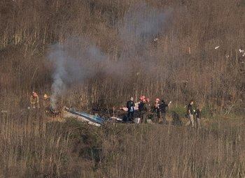 Investigadores trabajan en el lugar del accidente