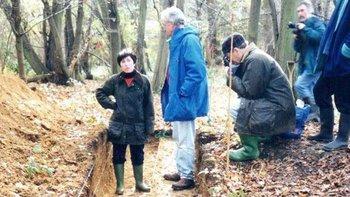Patricia Wiltshire asesorando a arqueólogos a principios de los 1990.
