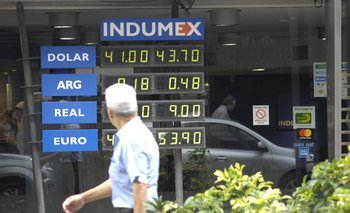 El dólar mayorista cerró estable este viernes a $ 42,85.