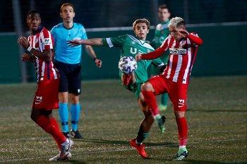 Lucas Torreira viajó desde Madrid a Uruguay