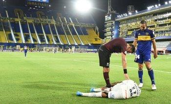 Marinho cae en La Bombonera luego de un contacto con Izquierdoz que no consideró Roberto Tobar