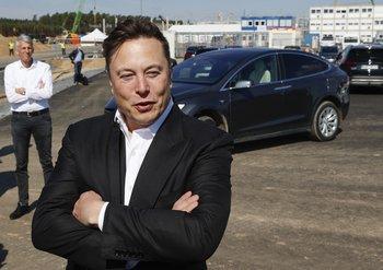 Elon Musk anunció la medida a través de Twitter.
