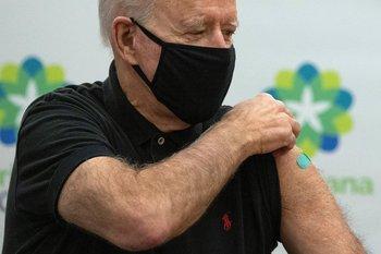 Biden recibió la primera inminización antes de asumir