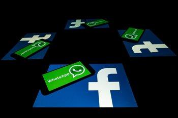 Logos de las aplicaciones Facebook y WhatsApp