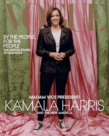 La tapa de la edición impresa de Vogue con Kamala Harris vistiendo championes negros