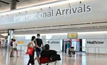 Pasajeros arribando al aeropuerto