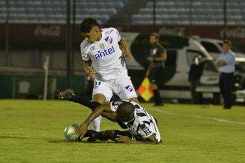 Lima al piso contra Villar