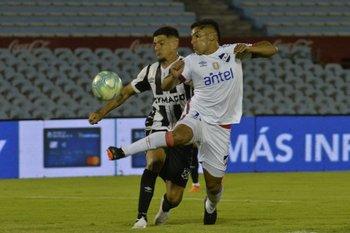 Torres marca a Villar