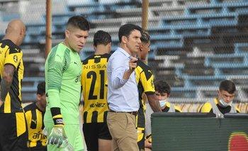 Mauricio Larriera mete mano en el equipo titular