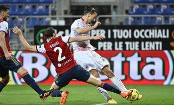 Godín marcando a Zlatan