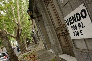 Con un salario promedio anual en Uruguay es posible comprar 2,9metros cuadrados de un apartamento en un barrio céntrico de la Montevideo