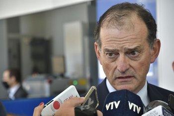 El senador y líder de Cabildo Abierto, Guido Manini Ríos, en una rueda de prensa en Torre Ejecutiva