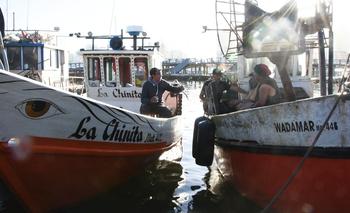 Los pescadores en el puerto de Punta del Este, Maldonado