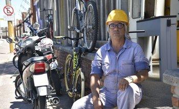 El secretario general del PIT-CNT, Marcelo Abdala, en el puerto de Montevideo, donde trabaja para la naviera Tsakos como