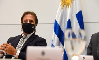 Lacalle recibió en Torre Ejecutiva a senadores que integran la comisión parlamentaria de seguimiento del covid