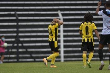 Giovanni lamenta el gol que le anularon