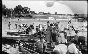 Regatas en la playa Capurro. Año 1921.