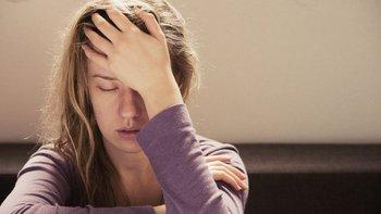 El dolor de cabeza puede desaparecer con un analgésico u obligarnos a quedarnos a oscuras en la cama si se trata de una migraña