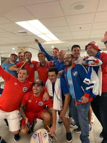 Los hinchas de Nacional en Miami recibieron a los jugadores del plantel en su llegada a Estados Unidos