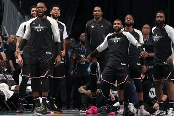 El equipo de LeBron festejó en Charlotte