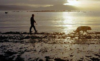 """La marea baja puede """"llevarse"""" el mar de la costa más de lo usual durante un evento de sizigia."""