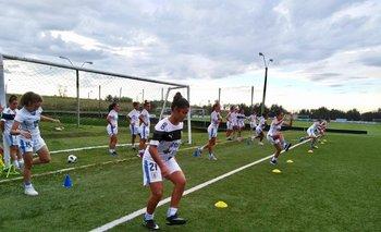 La selección uruguaya femenina se prepara para visitar a Francia