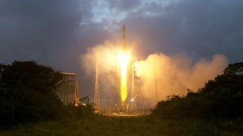 Los satélites son lanzados en cohetes de múltiples naves espaciales.