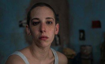 Vera Spinetta rapada y caracterizada como Soledad Rosas en Soledad